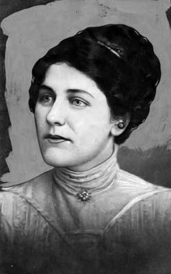 Η Winifred Clark, αδελφή και μητέρα του Gordon
