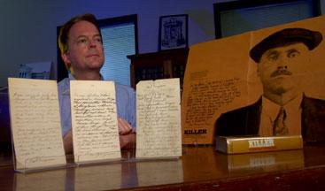 Τα χειρόγραφα του Panzram και το βιβλίο που προέκυψε από αυτά.