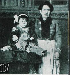 H Angelita με τη μητέρα της, μετά τη διάσωσή της.