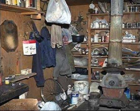 Η ξύλινη καλύβα του Kaczynski, εσωτερικό