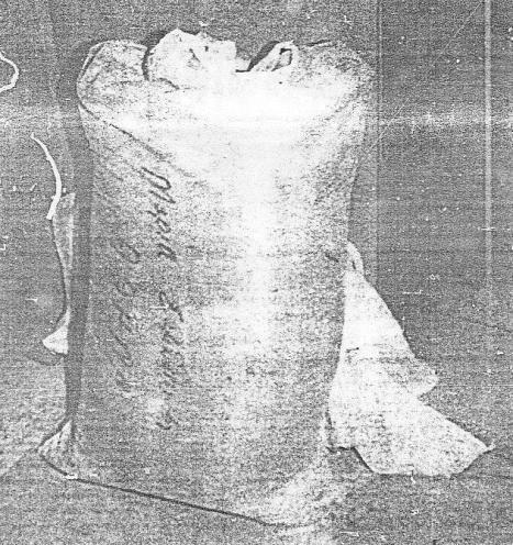 Το σακί με το αλεύρι με το οποίο παρασκευάστηκε η δηλητηριασμένη ζύμη.