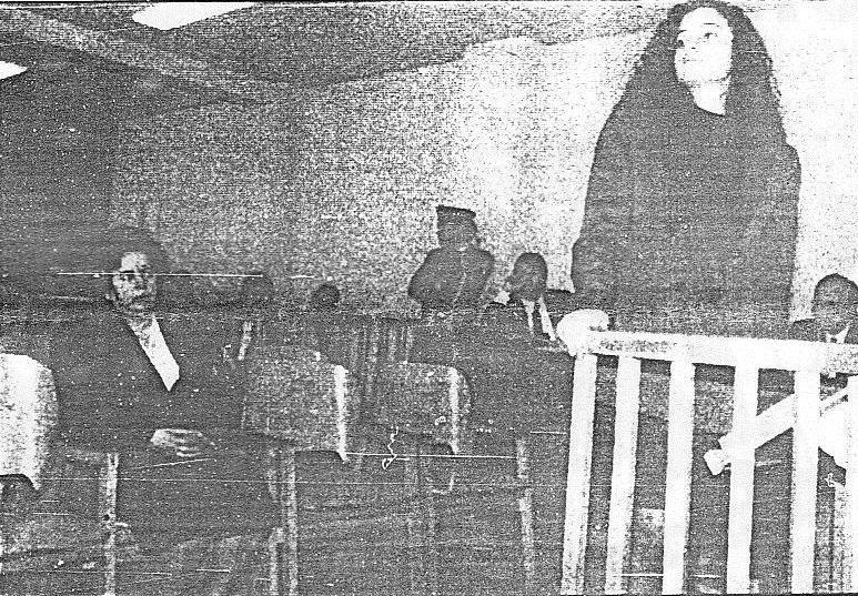Η Ελισάβετ Σαμπανιώτη, καταθέτοντας ενώπιον του Κακουργιοδικείου Αθήνας.