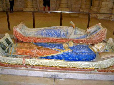 Ο τάφος του Ερρίκου Β΄ και της Αλιενόρ της Ακυιτανίας στην εκκλησία του αβαείου του Φοντεβρώ (Ανζού, Γαλλία)