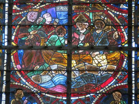 Ο αρχιεπίσκοπος Θωμάς Μπέκετ περνά τη Μάγχη για να καταφύγει στη Γαλλία (υαλογράφημα στον καθεδρικό της Κουτάνς στη Νορμανδία)
