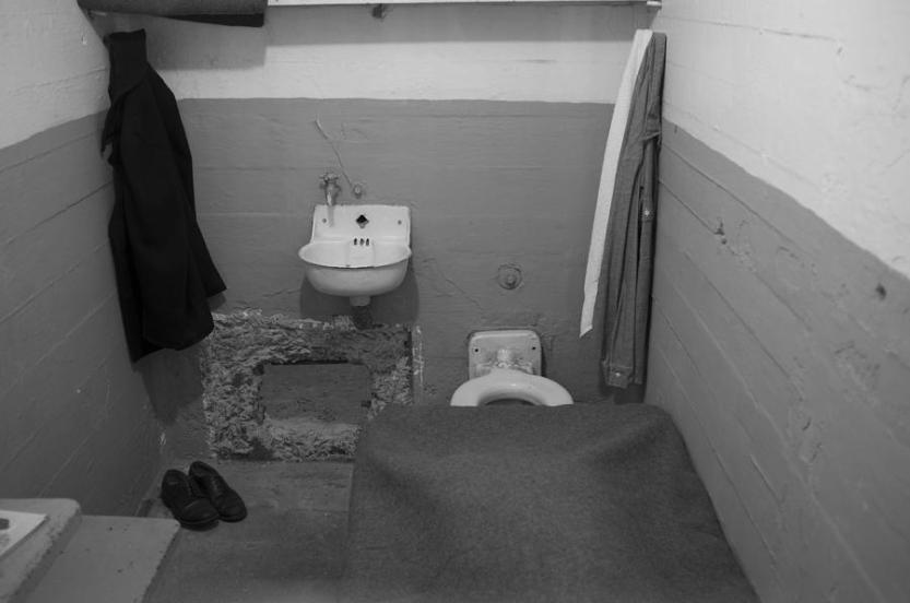 1-alcatraz-prison-cell-david-cordner