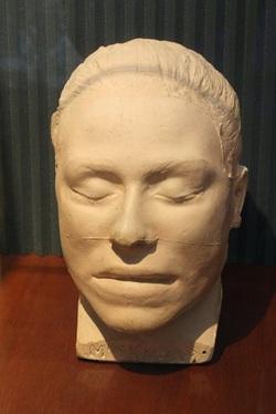 Το νεκρικό προσωπείο της Frances Knorr