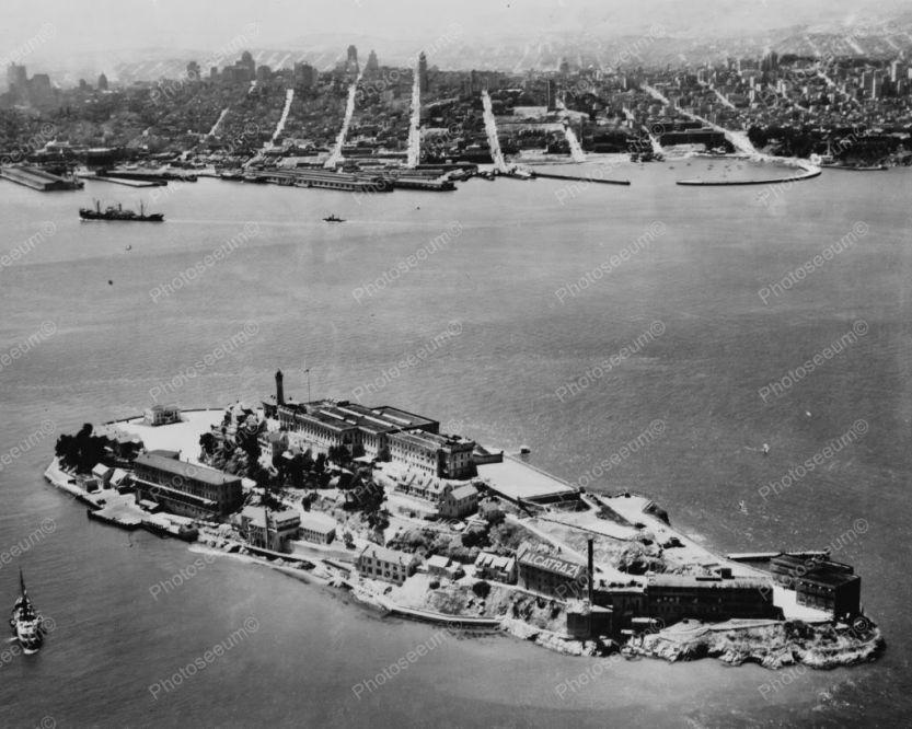 AlcatrazIsland1930s28x10