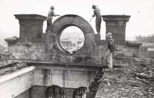 Κατεδάφιση του γυναικείου τμήματος των φυλακών της Victoria, 1937.