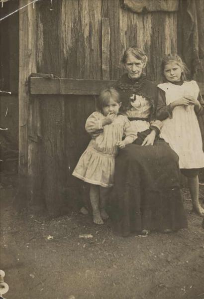 H Ellen Kelly με τα εγγόνια της