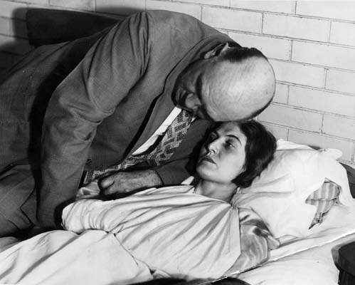 H Winnie με τον σύζυγό της, στο νοσοκομείο