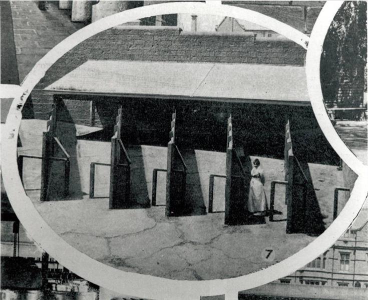 Κρατούμενη στην αυλή των φυλακών της Victoria.