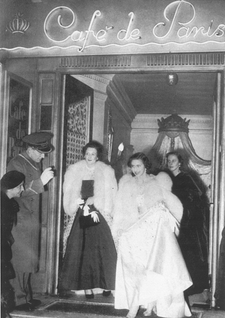 Η πριγκίπισσα Μαργαρίτα στο CAFE DE PARIS