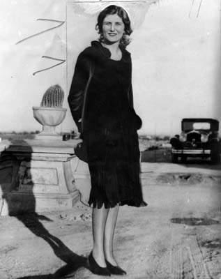 "H Winnie, με το περίφημο βελούδινο φουστάνι που έκανε τον τύπο της εποχής να την ονομάσει ""Βελούδινη Φόνισσα"""