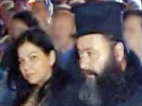 Ο ιερέας Αθανάσιος Αυγερόπουλος, με την σύζυγό του Δώρα.