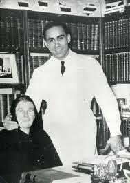 Ο Γρηγόρης Λαμπράκης με την μητέρα του