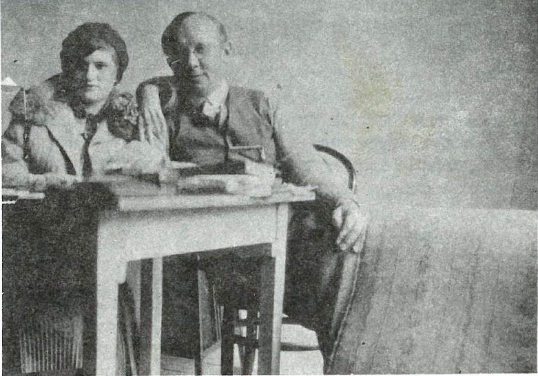 Η Γαβριέλλα με έναν γερμανό πελάτη της, πιθανότατα τον διοικητή της Κομμαντατούρ στην Αθήνα