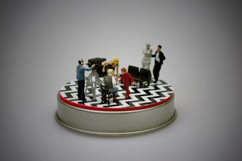 twin-peaks-black-lodge-red-room-diorama-boxartig-02-785x522
